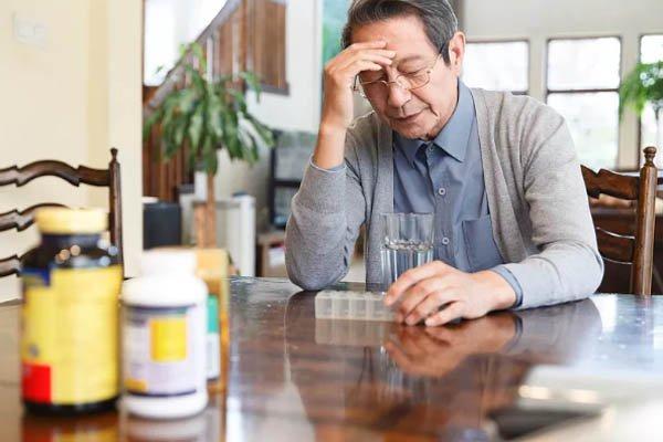 前列腺老化是什么原因造成的