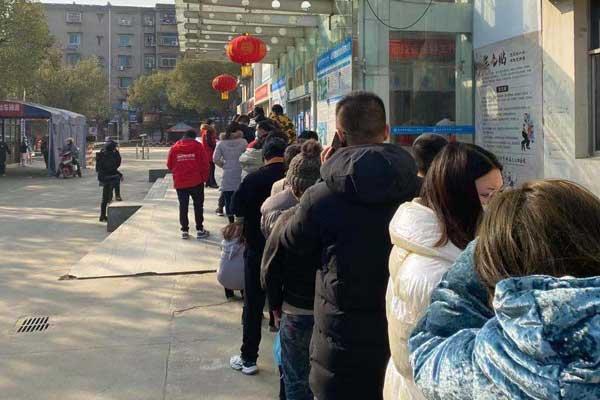南昌首大医院员工进行新冠疫苗接种